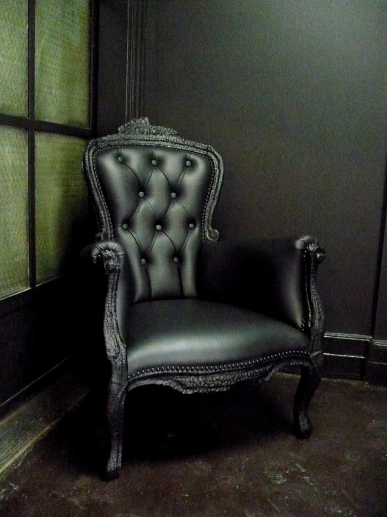 Фото на кожаном кресле 9 фотография