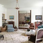 женская гостиная, камин, диван, ковер,