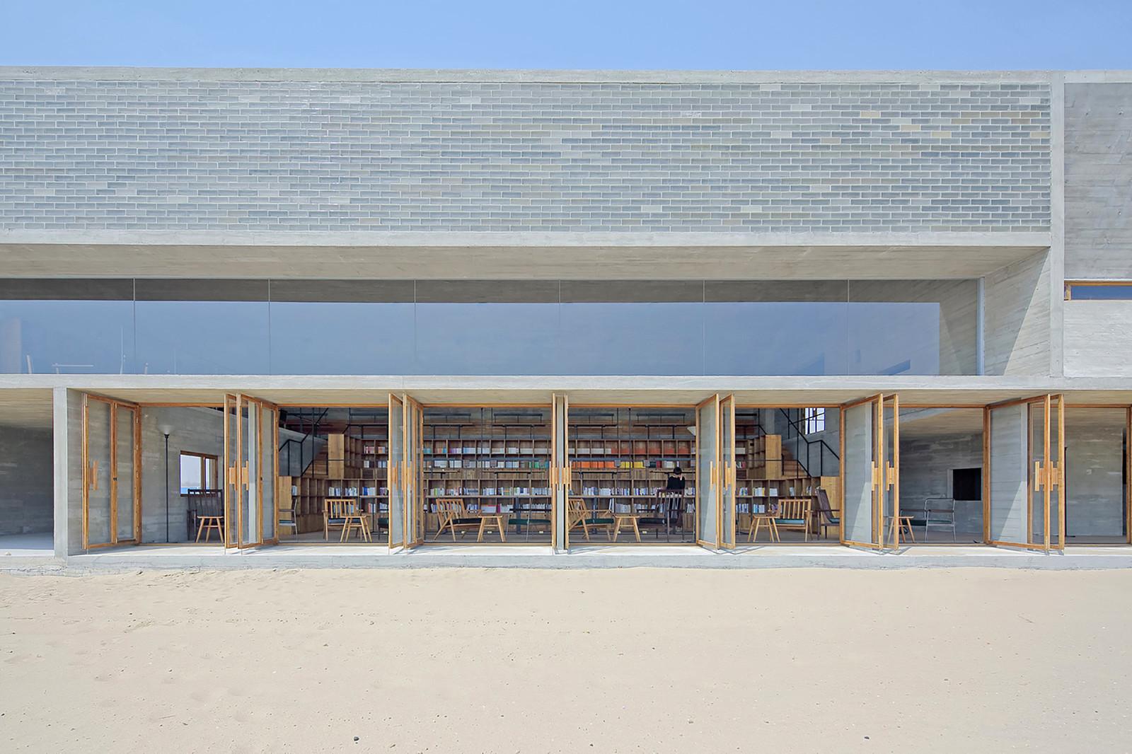 Пляжная библиотека в Китае